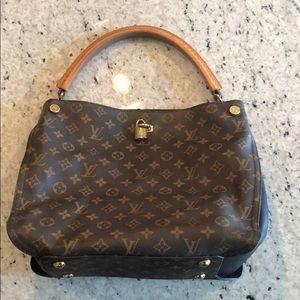Authentic Louis Vuitton Gaia Bag